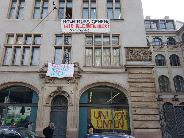 (Fast) Alle waren da! Das ex-besetzte Sozialwissenschaftliche Institut der Humboldt Universität.